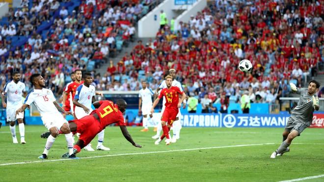 Lukaku lập cú đúp trong 7 phút, Bỉ đè bẹp tân binh World Cup - Ảnh 3.