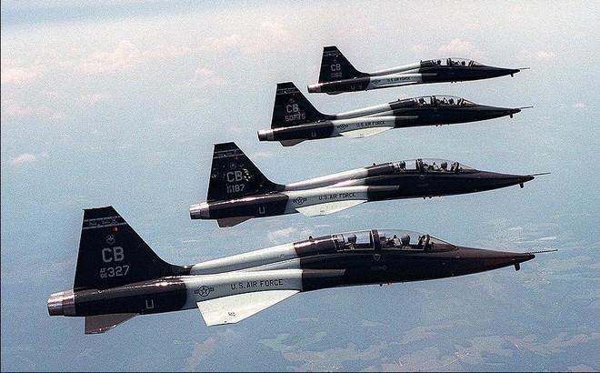 """Việt Nam nhận máy bay huấn luyện Mỹ để """"quá độ"""" lên tiêm kích F-16?"""