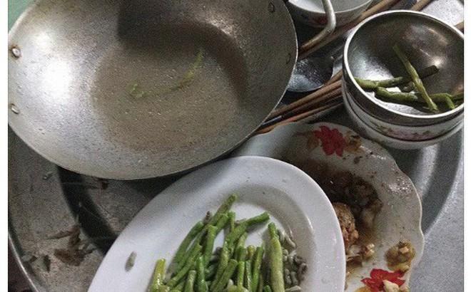 Dọn cơm xong thì con quấy đòi ngủ, đến lúc ra ăn, mẹ trẻ uất nghẹn khi nhìn mâm cơm cả nhà phần lại