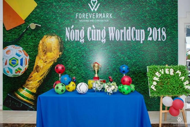 Chuyện lạ ở Việt Nam: Ra trọng điểm tiệc cưới xem World Cup - Ảnh 2.
