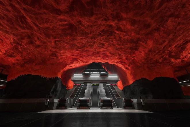 Bên trong những ga tàu điện ngầm đẹp hơn cả triển lãm nghệ thuật tại Thụy Điển - Ảnh 1.