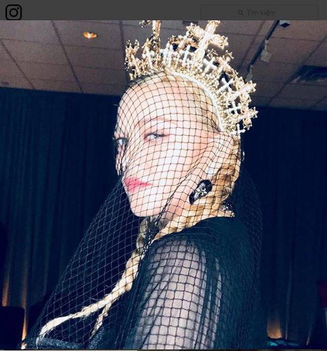 Nữ hoàng nhạc Pop Madonna tung ảnh nóng bỏng ở tuổi 60 - Ảnh 2.