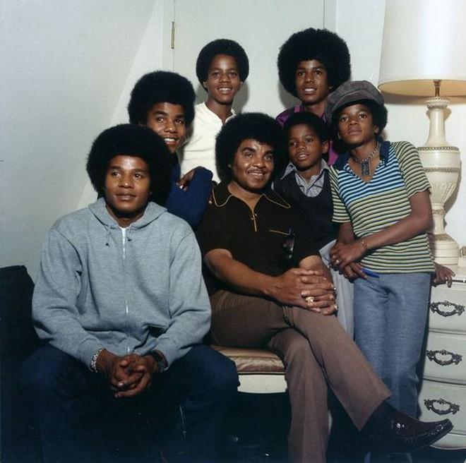Nguy kịch sắp chết, cha của Michael Jackson cấm gia đình gặp mặt  - Ảnh 3.