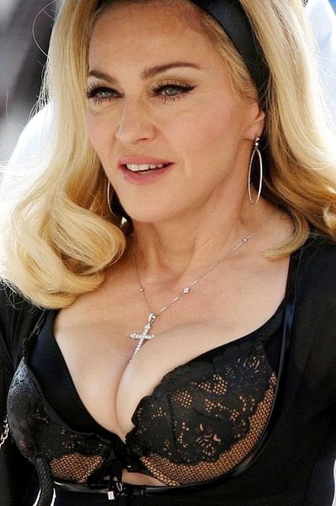 Nữ hoàng nhạc Pop Madonna tung ảnh nóng bỏng ở tuổi 60 - Ảnh 4.