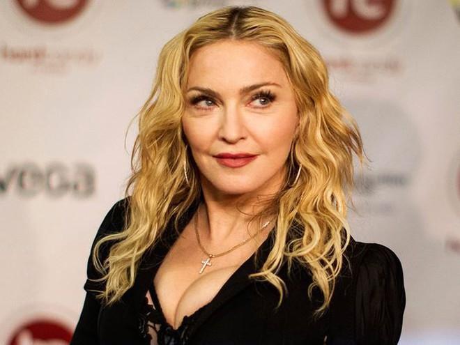 Nữ hoàng nhạc Pop Madonna tung ảnh nóng bỏng ở tuổi 60 - Ảnh 8.