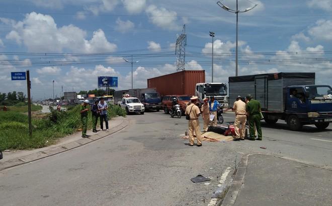 2 mẹ con bị xe tải kéo 500m, thương vong trên đường phố Sài Gòn khi vừa đi khám bệnh