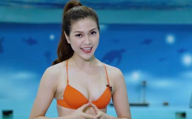 Video: MC kênh truyền hình Việt mặc bikini dẫn World Cup bị chỉ trích dữ dội