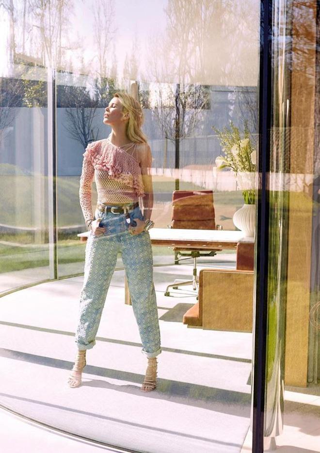 Siêu mẫu huyền thoại Claudia Schiffer trẻ trung ngỡ ngàng tuổi U50  - Ảnh 5.