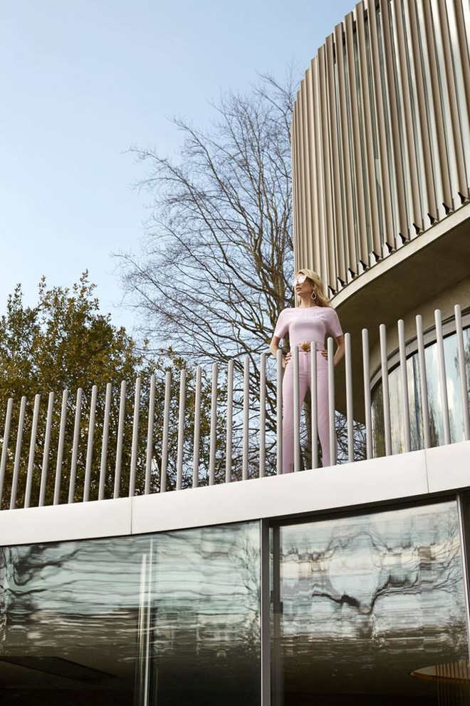 Siêu mẫu huyền thoại Claudia Schiffer trẻ trung ngỡ ngàng tuổi U50  - Ảnh 8.