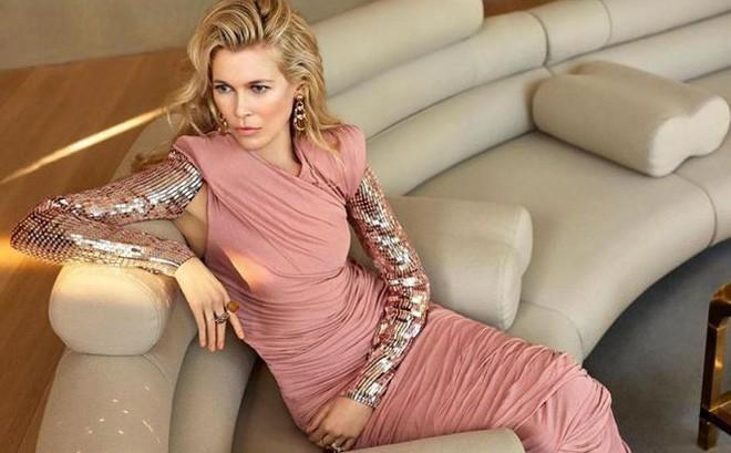 Siêu mẫu huyền thoại Claudia Schiffer trẻ trung ngỡ ngàng tuổi U50