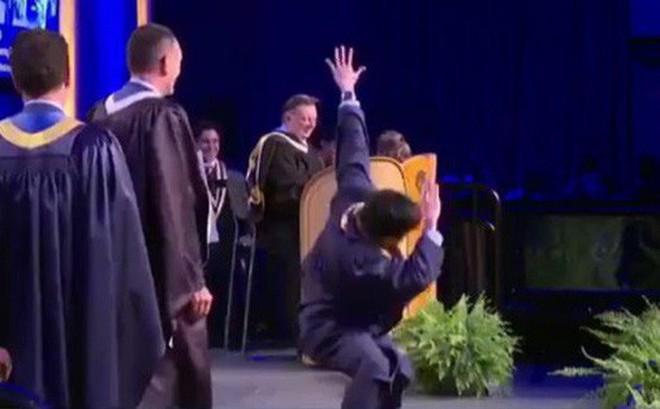 """Biểu diễn Break dance trong lễ nhận bằng tốt nghiệp, du học sinh Việt bất ngờ trở thành """"huyền thoại"""" của trường"""