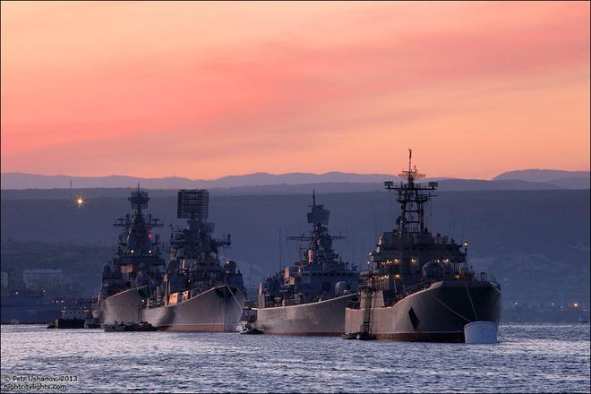 Bị dồn vào chân tường, Gấu Nga trỗi dậy, phản đòn với lực lượng cực mạnh ở Địa Trung Hải - Ảnh 1.