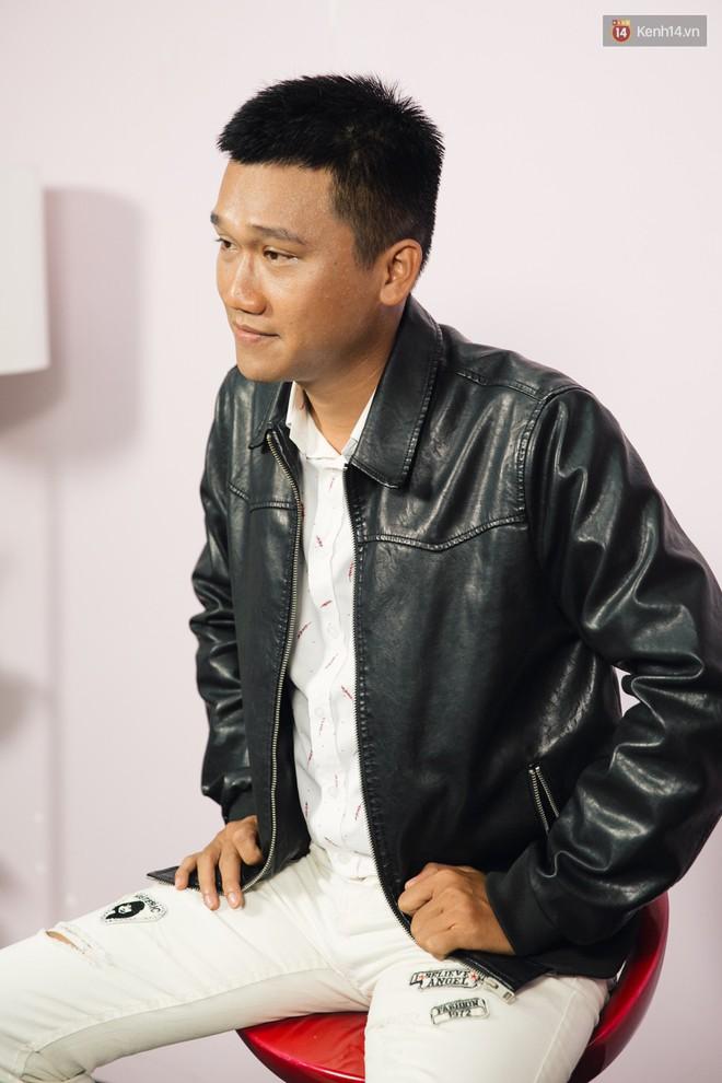 Mr Cần Trô- anh chàng CSGT đang chiếm spotlight trên MXH: Con gái chủ động quá... mình sợ - Ảnh 3.