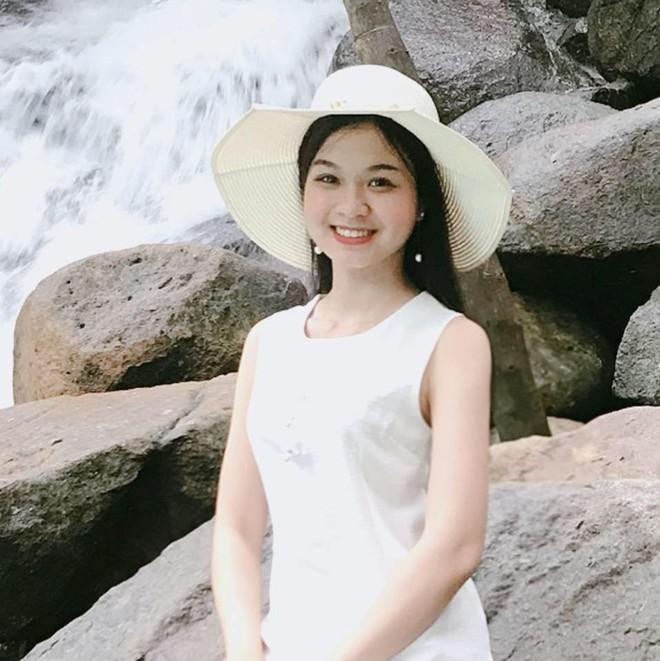 Nhan sắc đời thường của 3 nữ sinh Ngoại thương lọt vào chung kết Hoa hậu Việt Nam 2018 - Ảnh 8.