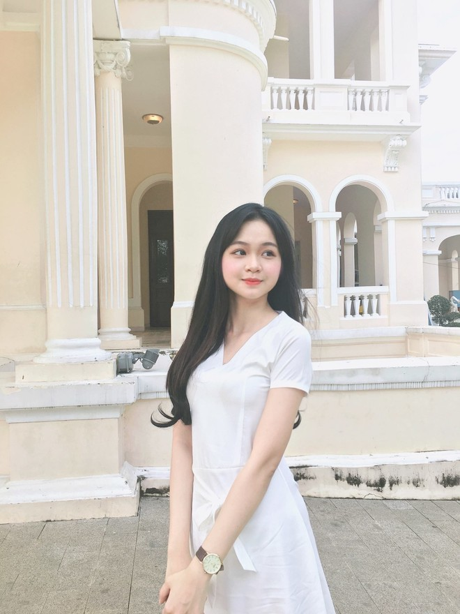 Nhan sắc đời thường của 3 nữ sinh Ngoại thương lọt vào chung kết Hoa hậu Việt Nam 2018 - Ảnh 9.