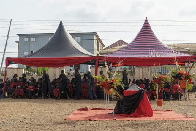 Bi hài kịch ở Ghana: Chết đến 6 năm vẫn không thể đem chôn vì những lý do hài hước - Ảnh 1.