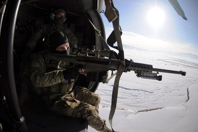 """Kỹ năng ẩn nấp và tác xạ của """"sát thủ vô hình"""" lính bắn tỉa Mỹ - Ảnh 2."""