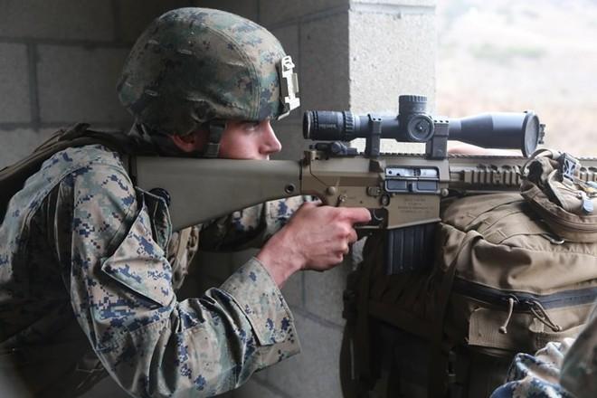 """Kỹ năng ẩn nấp và tác xạ của """"sát thủ vô hình"""" lính bắn tỉa Mỹ - Ảnh 16."""