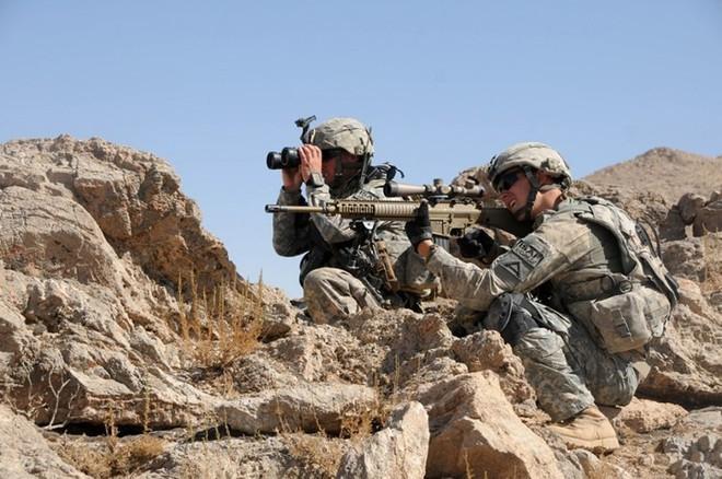 """Kỹ năng ẩn nấp và tác xạ của """"sát thủ vô hình"""" lính bắn tỉa Mỹ - Ảnh 4."""