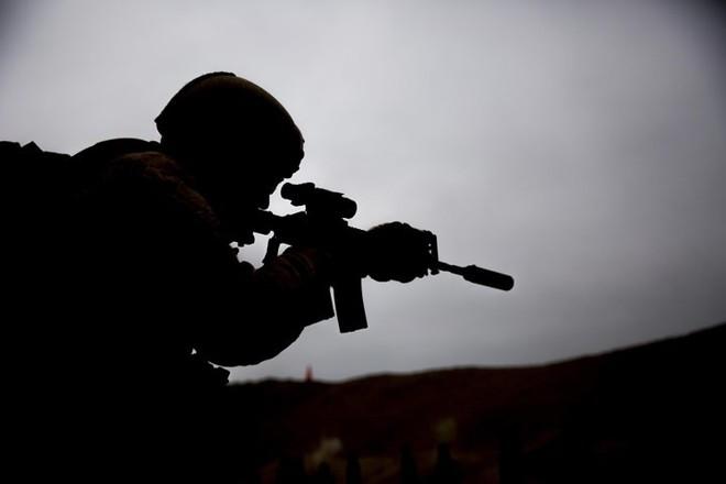 """Kỹ năng ẩn nấp và tác xạ của """"sát thủ vô hình"""" lính bắn tỉa Mỹ - Ảnh 8."""