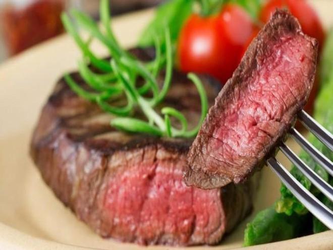 Ăn thịt đỏ là nguyên nhân khiến phụ nữ bị ung thư vú - Ảnh 1.