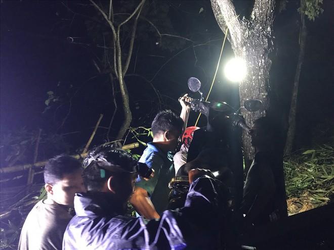 Sạt lở đất đá chặn ngang quốc lộ huyết mạch Lào Cai đi Sa Pa trong đêm - Ảnh 5.