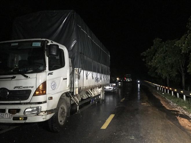 Sạt lở đất đá chặn ngang quốc lộ huyết mạch Lào Cai đi Sa Pa trong đêm - Ảnh 8.