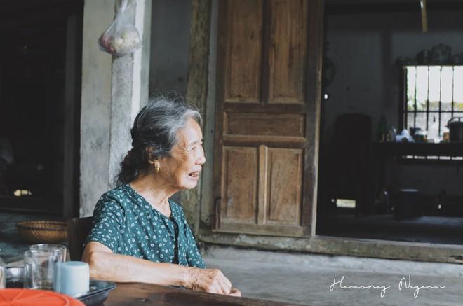 Bộ ảnh ông chải tóc, đọc thơ cho bà được chia sẻ nhiều nhất trong vòng 24 giờ và những tiết lộ phía sau  - Ảnh 9.