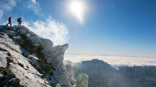 Thám hiểm hang băng ở độ cao gần 4000m: Phát hiện sinh vật lạ, khoa học chưa từng biết - Ảnh 1.