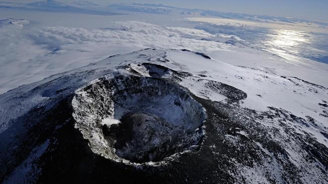Thám hiểm hang băng ở độ cao gần 4000m: Phát hiện sinh vật lạ, khoa học chưa từng biết - Ảnh 2.