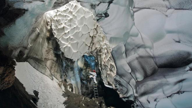 Thám hiểm hang băng ở độ cao gần 4000m: Phát hiện sinh vật lạ, khoa học chưa từng biết - Ảnh 4.