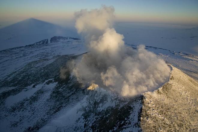 Thám hiểm hang băng ở độ cao gần 4000m: Phát hiện sinh vật lạ, khoa học chưa từng biết - Ảnh 3.