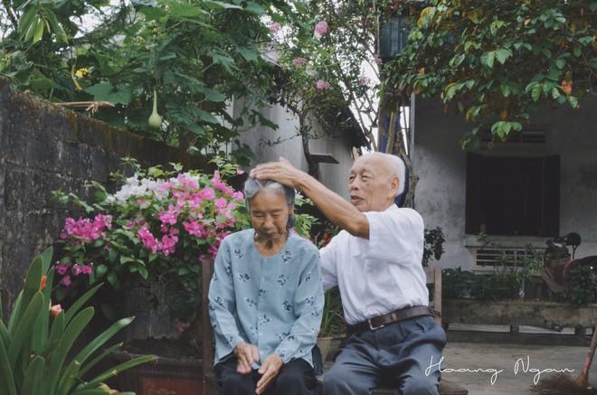 Hoá ra tuổi tác chẳng ảnh hưởng gì đến sự lãng mạn cả, ông bà ta vẫn tình như cái bình thế này mà! - Ảnh 9.