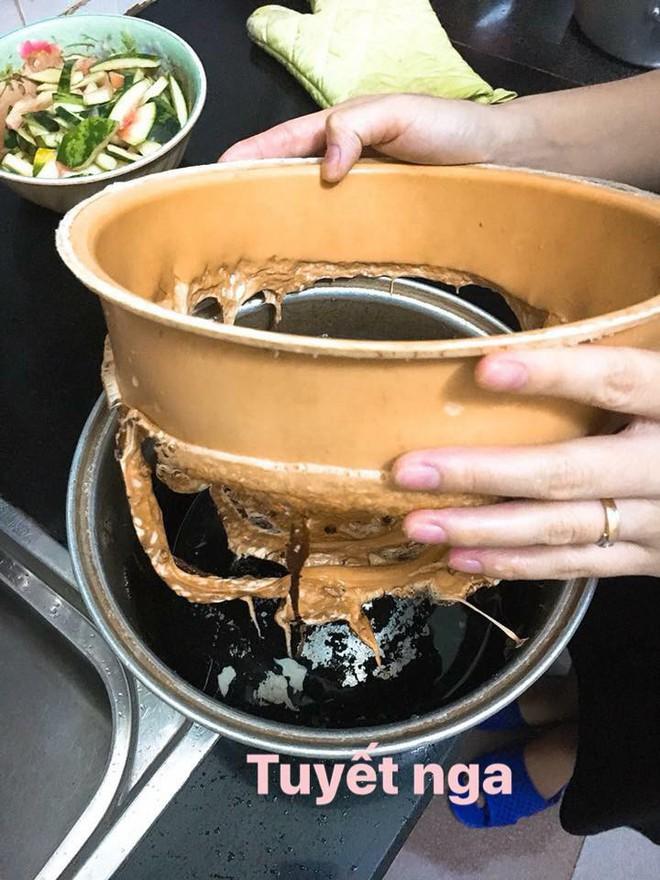 Đỉnh cao thảm họa của ngành nấu ăn: Caramel cháy cạnh thành hình cái nồi! - Ảnh 2.