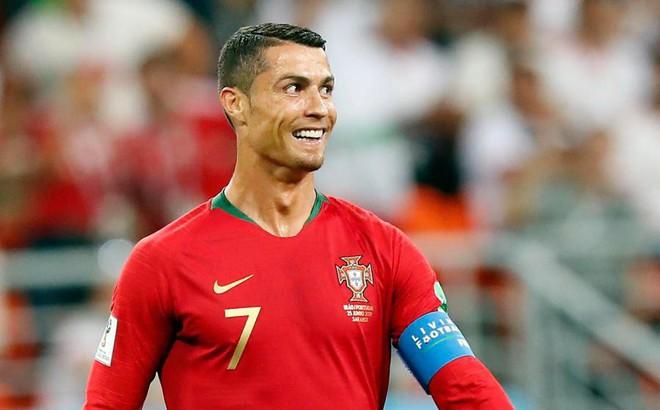 Thầy cũ nổi giận, chỉ trích Ronaldo có hành vi vô lễ