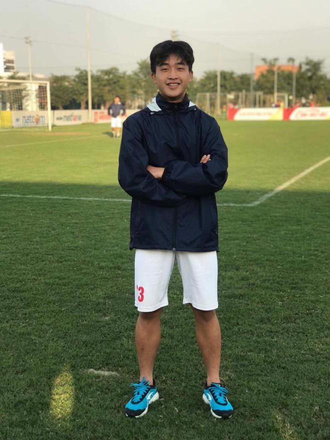 Nối gót dàn cầu thủ cực phẩm U23, tiền đạo 18 tuổi điển trai của CLB Viettel khiến hội chị em phát cuồng - Ảnh 6.