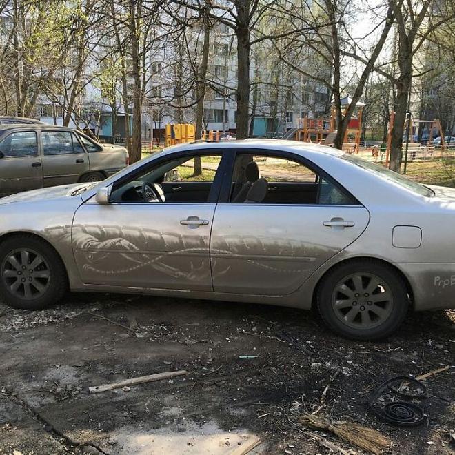 Đây là khi chủ của những chiếc ô tô bị phá hoại mà không nỡ đem đi sửa - Ảnh 2.