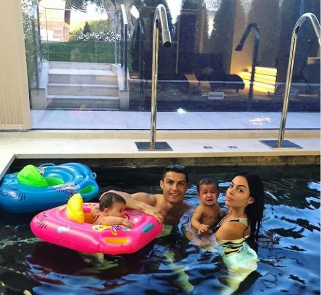 Nàng WAGs nóng bỏng hàng đầu thế giới và chuyện tình đẹp như cổ tích với Cristiano Ronaldo - Ảnh 11.
