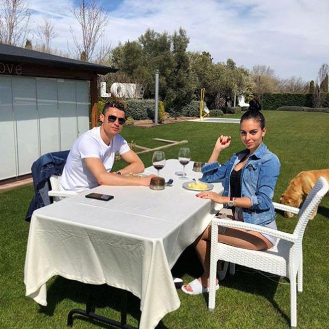 Nàng WAGs nóng bỏng hàng đầu thế giới và chuyện tình đẹp như cổ tích với Cristiano Ronaldo - Ảnh 5.