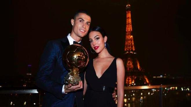 Nàng WAGs nóng bỏng hàng đầu thế giới và chuyện tình đẹp như cổ tích với Cristiano Ronaldo - Ảnh 7.