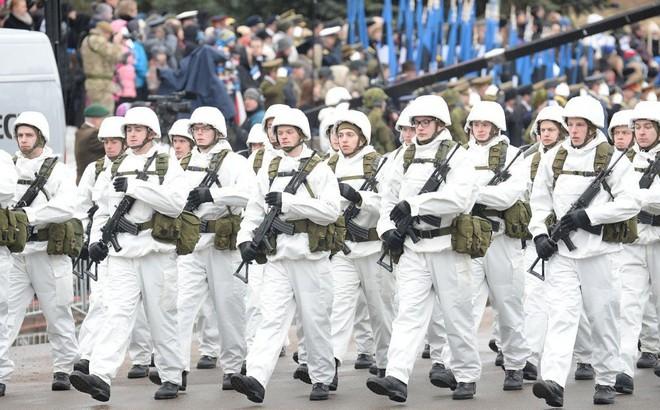 """Cựu TT Estonia dọa Nga sẽ mất St. Petersburg và nhiều thành phố lớn nếu dám """"động thủ"""""""