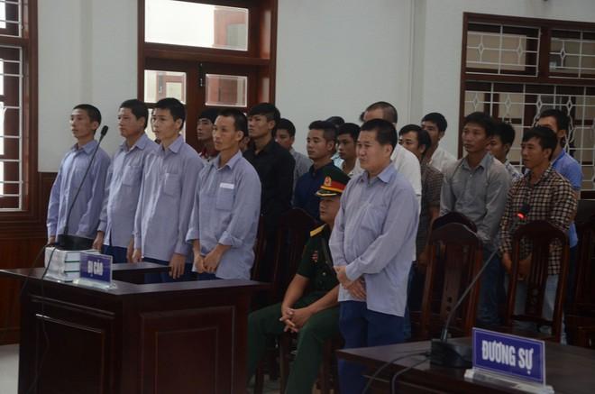 Phó đồn Biên phòng cửa khẩu hầu tòa vụ phá rừng Pơ mu chấn động Quảng Nam - Ảnh 1.