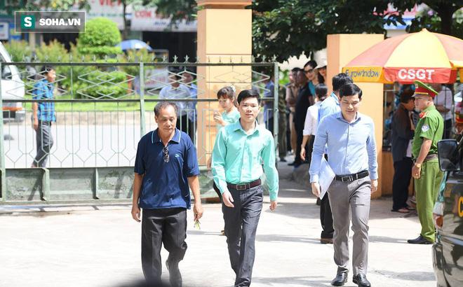 Không khí đặc biệt trong ngày Tòa xét xử BS Lương đọc lời tuyên án