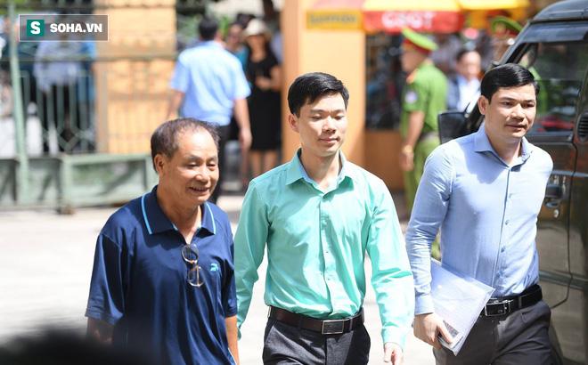 Tại nhà BS Hoàng Công Lương: '1 năm qua tôi về nhà vài lần, đều phải xin phép Viện kiểm sát'