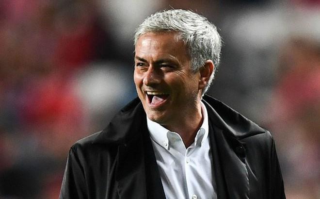 """Trổ tài """"Gia Cát Dự"""" World Cup, Mourinho gạch tên đội bóng của trò cưng"""