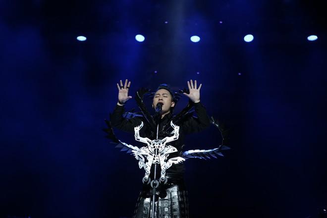 Tùng Dương nhảy tuồng, vứt bỏ cột mic, khán giả hô lớn: Tùng Dương vạn tuế - Ảnh 15.