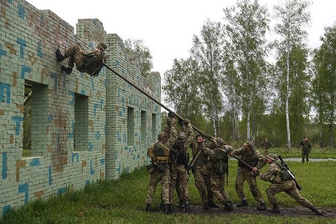 Ảnh: Trinh sát Nga đọ sức tại thao trường Koltsovo ở Novosibirsk - Ảnh 3.