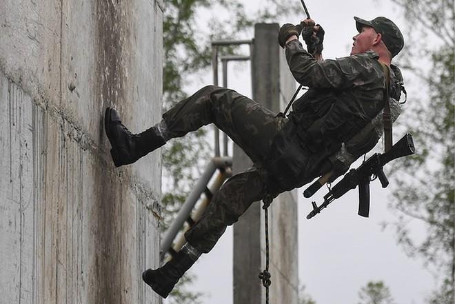 Ảnh: Trinh sát Nga đọ sức tại thao trường Koltsovo ở Novosibirsk - Ảnh 4.