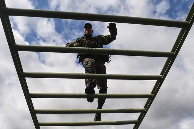 Ảnh: Trinh sát Nga đọ sức tại thao trường Koltsovo ở Novosibirsk - Ảnh 8.