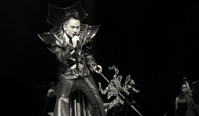 Tùng Dương nhảy tuồng, vứt bỏ cột mic, khán giả hô lớn: Tùng Dương vạn tuế - Ảnh 17.